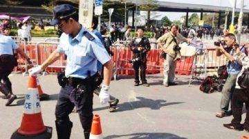 金钟现场实录: 执行禁制令 港警拆中信铁马