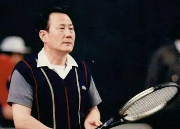万里灵前现惊人一幕 原北京副市长下跪