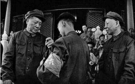 学者揭秘:一本书成为压垮刘少奇的最后一根稻草