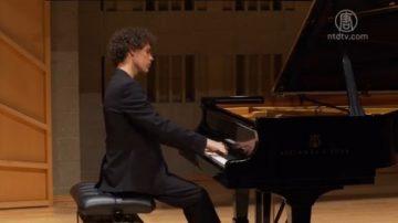 17岁钢琴选手:爱古典音乐 不随波逐流