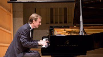 倾注生命与情感  加拿大选手钢琴大赛夺金