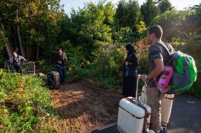大批非法移民从美国进入加国 魁省将给其福利金