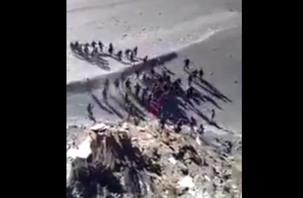 中印班公湖冲突视频曝光  双方掷石混战沙尘滚滚(视频)