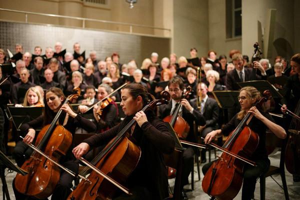 日医学博士:聆听古典音乐可改善老花