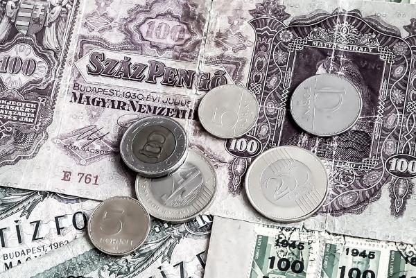 世界上最不值钱的货币是哪种 1000亿只能买到1块面包(视频)