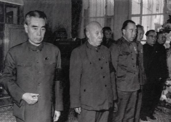 揭秘:毛泽东一生害人无数 最后却败给周恩来