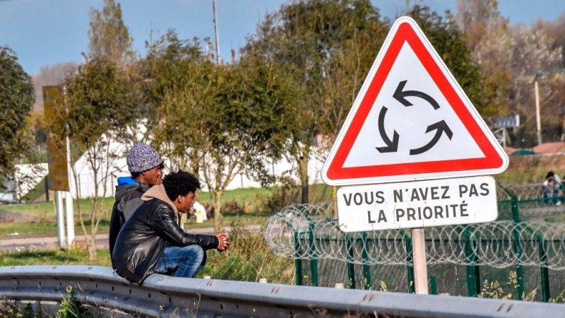 移民开车拒检直冲撞 法国警察开火逮捕9人