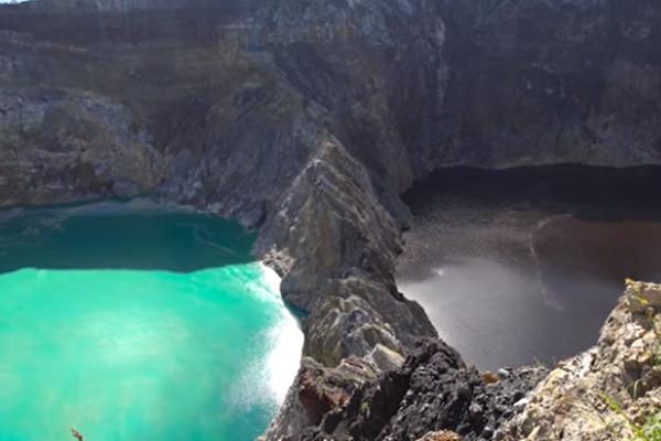 印尼三湖泊相邻颜色却不同 而且经常变色