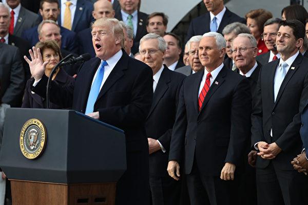 税改法案刚通过即传喜讯 川普赞议员们像勇士