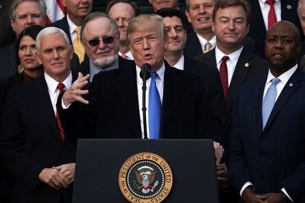 美税改法案正式通过  住房部长:感谢神让川普做总统