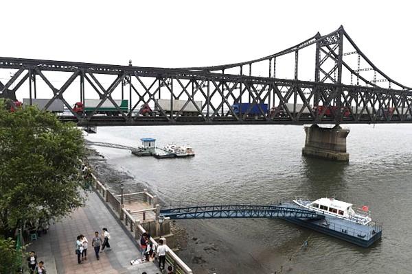 中朝友谊桥再现异象 中方罕见派兵把守