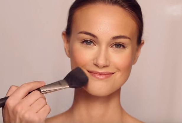 简单步骤化出美妆(视频)