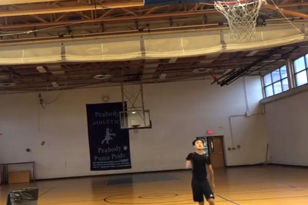 华裔独臂弃婴 成美高中篮球新星 单场飙出8个3分球