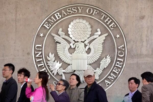 """大陆""""签证中心""""黑幕 又一块贪腐重地"""