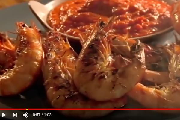 大厨上菜超美味 甜椒酱配烤虾(视频)