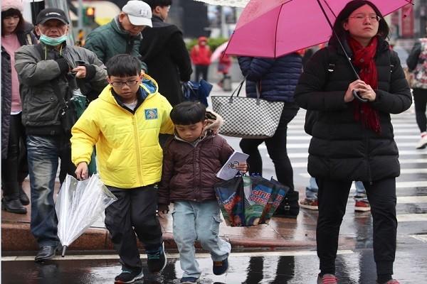 冷空气一波波 台湾湿冷到下周二 低温下探9度