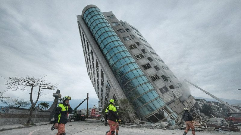 翠堤大楼脱困住户:不到几秒钟就倒了!