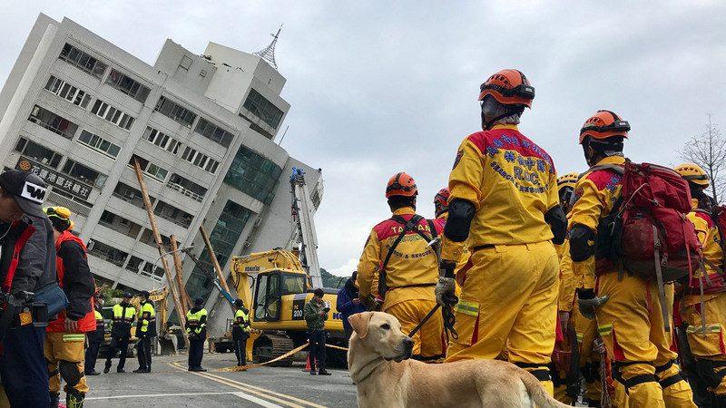 出差遇地震 幸存者:到处救命声 一则手机讯息救了他