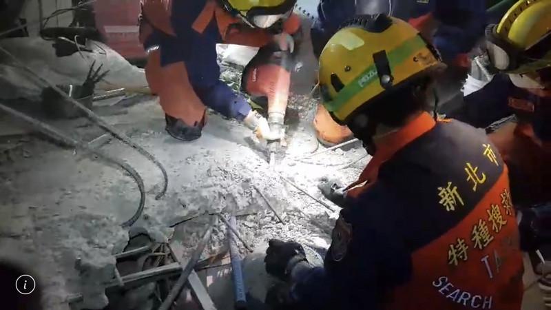 (更新)翠堤213室港裔夫妻罹难 两人相拥令人鼻酸(视频)