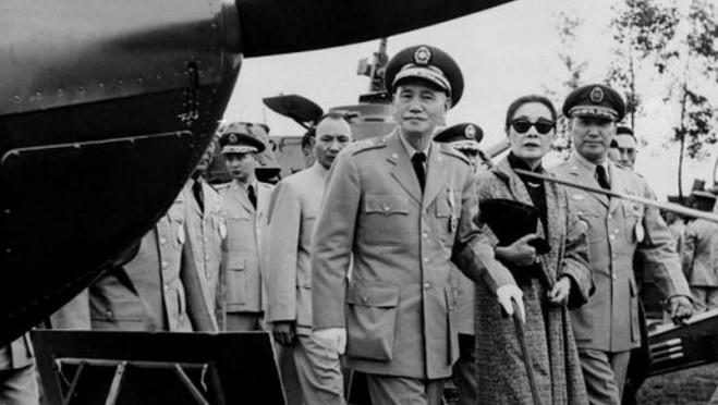 蒋介石一语道破文革真相:东方疯人院!