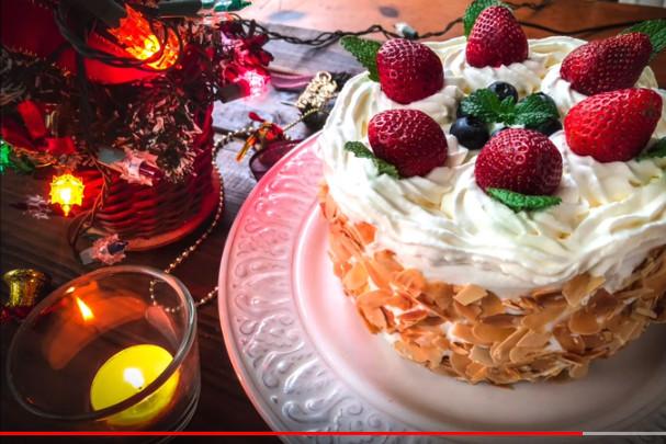 杏仁风味草莓蛋糕 家庭简单做法(视频)