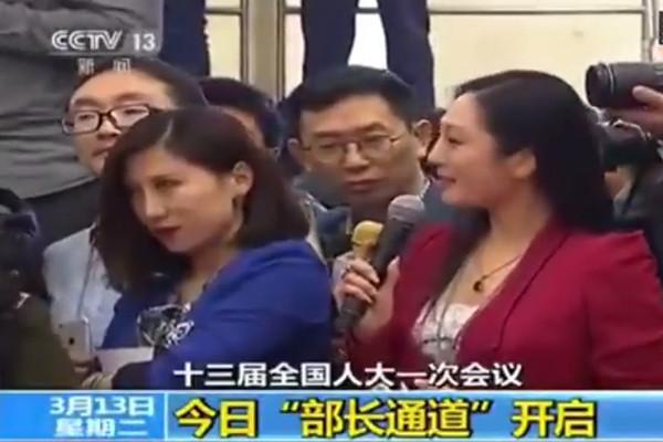 """女记者两会""""飚戏""""被罚  传为河北贪官之女"""