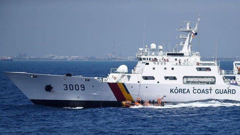韩渡轮躲避渔船触礁搁浅 163人获救