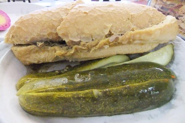 面包掉进肉汁 洛杉矶三明治开店超过100年