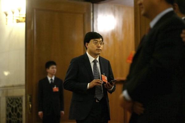 """伊利集团董事长""""逃往美国""""内幕曝光"""