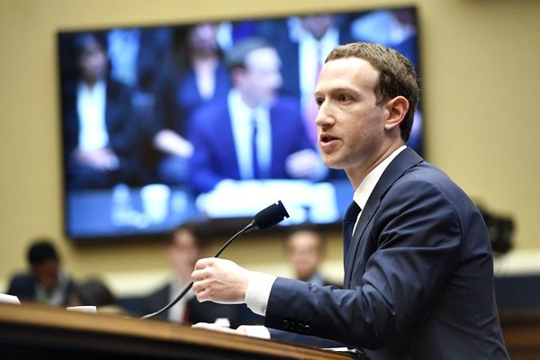 脸书个资滥用风暴 扎克伯格赴欧洲议会说明