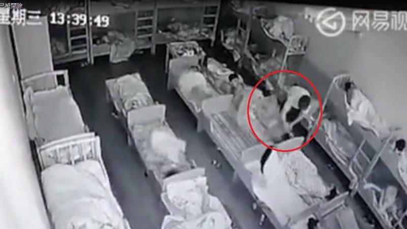 上海再爆幼儿园虐童案  老师用笔猛戳手脸