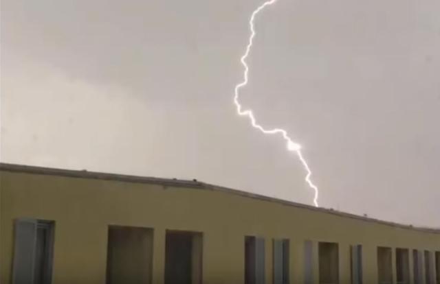 研究组织拍闪电画面 意外发现三角形UFO身影(视频)