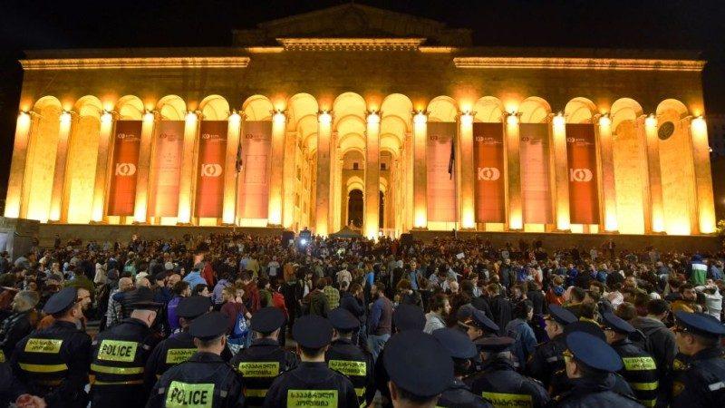 示威不断 格鲁吉亚总理闪辞