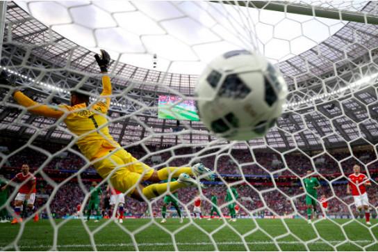 世界杯首战:俄罗斯5-0沙特