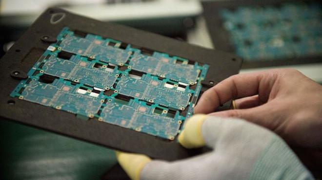 """陆""""国产""""芯片投产 美媒:和EPYC芯片几乎一模一样"""