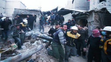 """叙战火威胁性命 以军护800""""白盔""""撤离"""