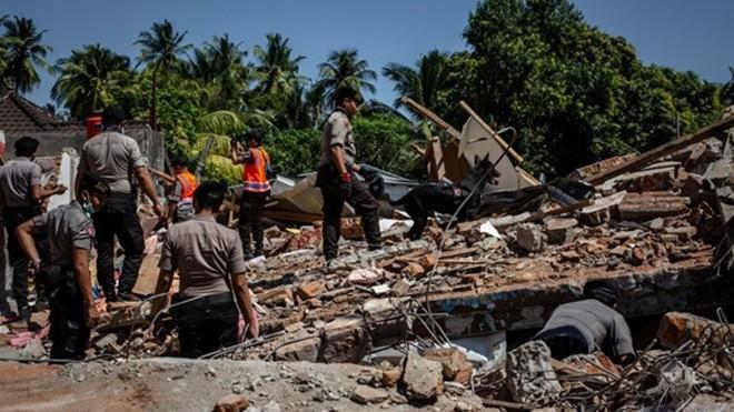 印尼强震增至347死 逾16万人无家可归(组图)