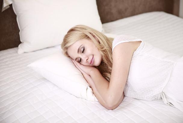 每天睡前这样趴5分钟 改善骨盘、瘦身、消水肿、释放压力(视频)