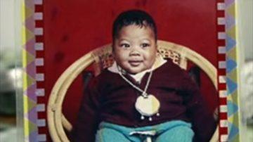 奇怪弃婴洗了7天还是黑 原来是黑人混血儿(视频)