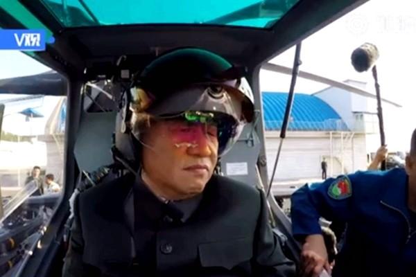 习近平戴头盔登武装直升机 专家:疑暗挺朝鲜