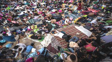 大篷车难民继续北上 部分儿童出现病症