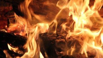 """灾难中的神奇 大火之后""""耶稣画像""""完好无损(视频)"""