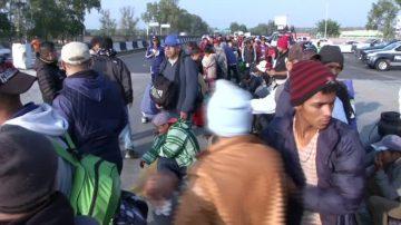 至少五千大篷车移民继续北上 欲入美国
