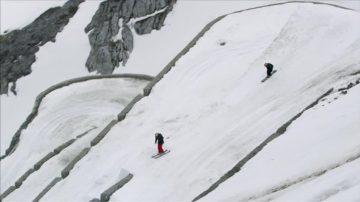 新闻放轻松:滑雪健将阿尔卑斯展身手 高山俯冲555米