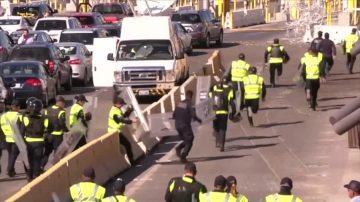 大篷车边境抗议欲闯关 执法人员使用催泪弹