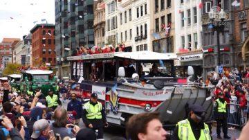 百年后击败老对手 红袜队波士顿大游行