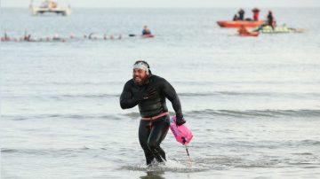 1780英里环泳大不列颠 冒险家破世界纪录