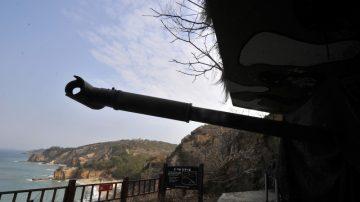 大炮故障?朝鲜炮门没关对准韩国