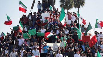 大篷车难民非法入境 墨西哥居民抗议