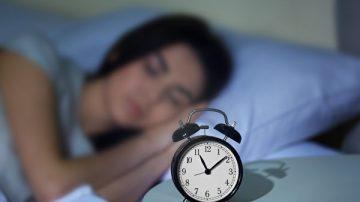 """夜夜失眠睡不着 快来学美军""""2分钟熟睡法"""""""